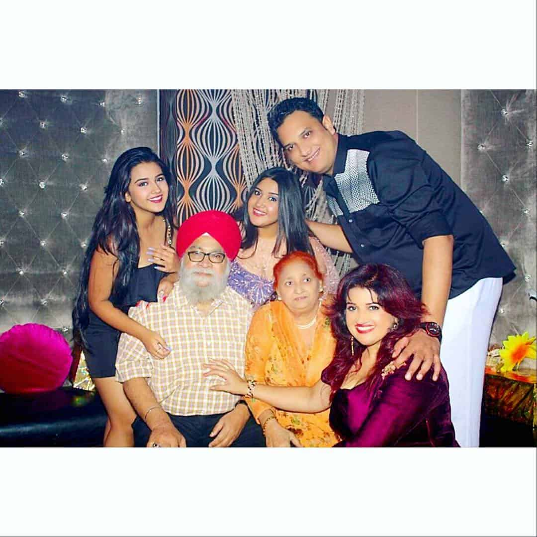 Roshni Walia Family Members