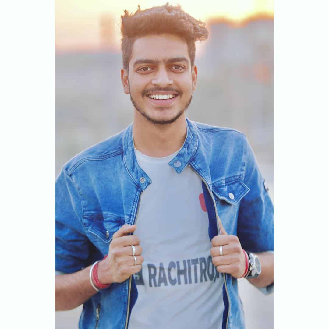 Rachit Rojha Wiki, Age, Biography, Girlfriends, Family, Hobbies, & More 9