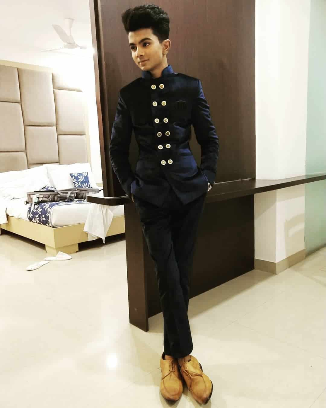 Azmat Hussain (Singer) Wiki, Age, Girlfriend, Hobby & More 2