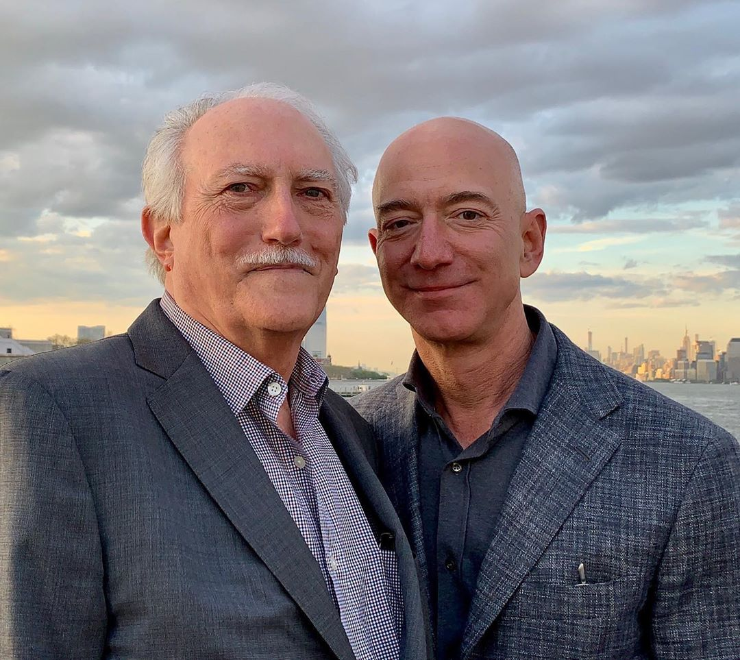 Jeff Bezos Biography, Age, Wife, Family, Net Worth & More 3
